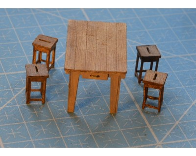 Table & 4 tabourets