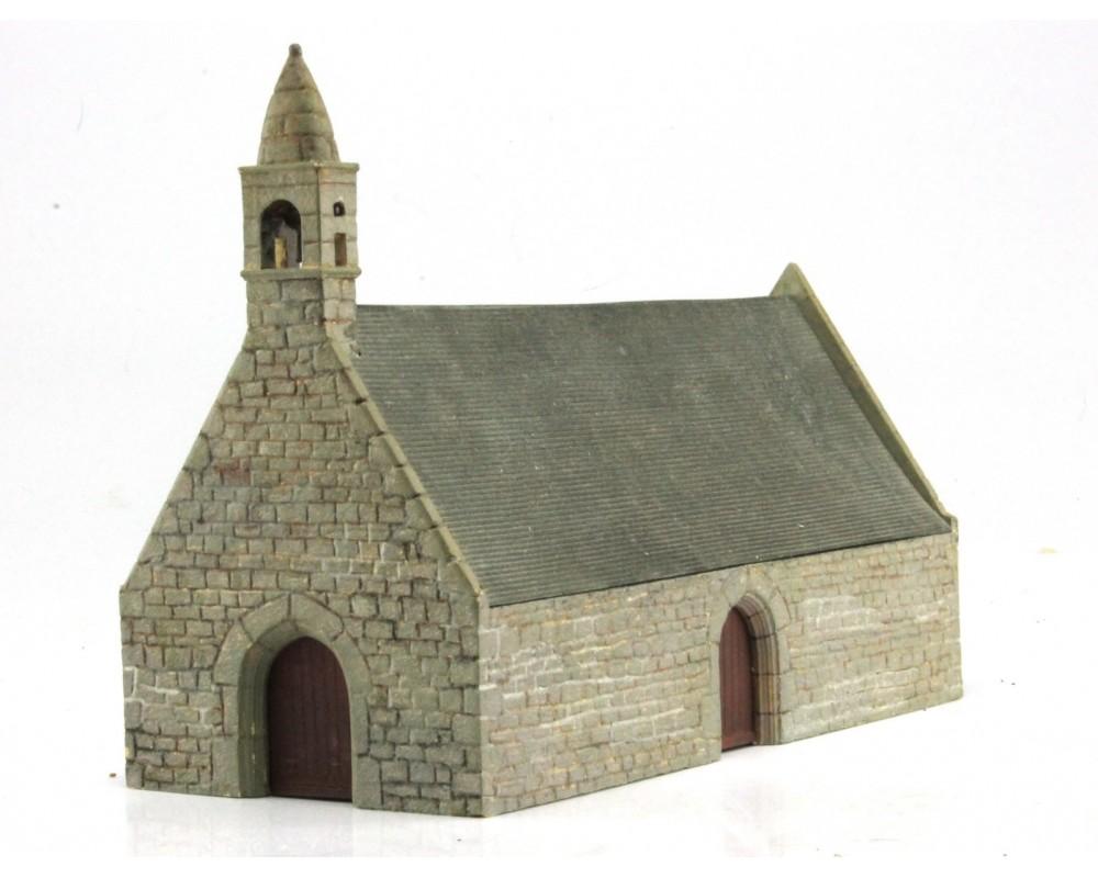 Petite chapelle bretonne à l'échelle HO en pierre et toit d'ardoise