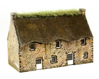 Breton cottage in exposed stone at HO scale